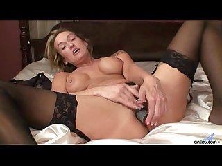 Jolie dildo masturbation