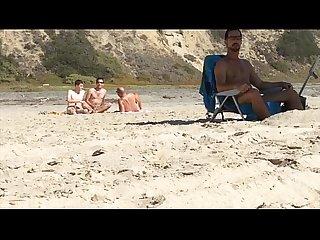 Pegao Na praia de nudismo