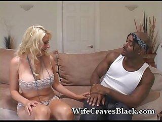 Blondi Pragnie co czarny kogut