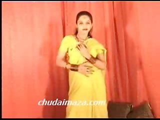 Hot northindian b grade actress expose her boobs pussy hindi chudai kaaro please