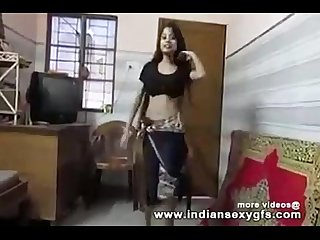 Desi hot indian college girl shaking boobs dance in Desi Bollywood song indiansexygfs com