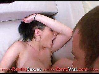 Elle frotte son clito avec une enorme envie de baiser french amateur