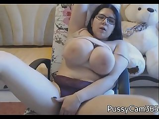 Chubby brunette masturbates on Webcam - PussyCam365.com