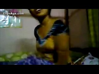 Indian Hot Desi Girlfriend nude clip exposed by her boyfriend after her wedding - Wowmoyback