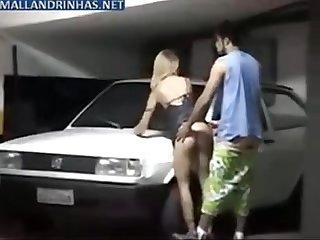 Flagrando um Sexo no estacionamento www clubedoporno net