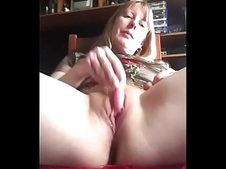 Amateur Milf Cumming Solo Play