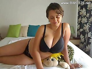 Debbie - Woman with an amazing rack on webcam