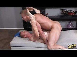 Rubiazo abe le llena el culo a pelirrojo