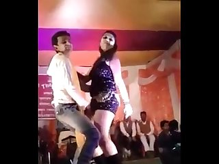 Sexy Hot Desi teen नृत्य on stage in public on sex song