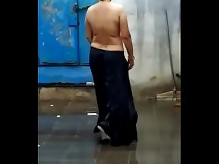 Desi Hot aunty topless in Rain very hott