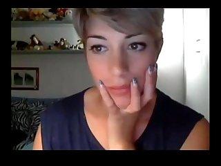 Gorgeous short hair girl masturbating www cams4free space