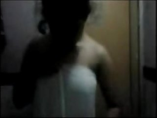 Mallu maid undresses on webcam for her bath