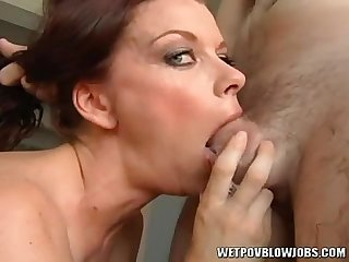 Bobbi Bliss gives amazing sloppy deepthroat