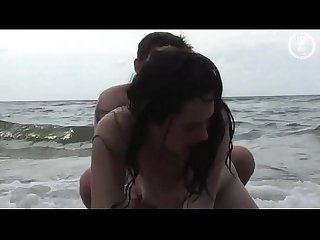 Aussie real beach babe gets fingered