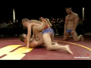 Horny mucsle boys fight and fuck live
