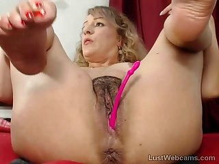 Blonde milf toys her hairy pussy on webcam