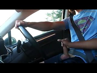 Mo amiga no carro buddy stroking driving hunk