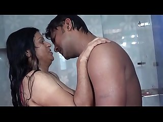 Aunty bathing Romance with B B press