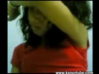 Kasambahay pinaghuhubad habang kinukuhanan ng video www kanortube com