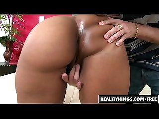 Realitykings round and brown queen bee hind