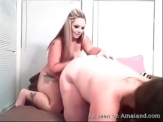 Amateur BBW lesbians get naughty on webcam