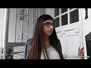 Stunning arab babe mia khalifa enjoys her first black threesome