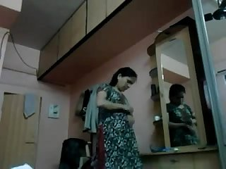 Desi indian bhabhi caught while changing her dress
