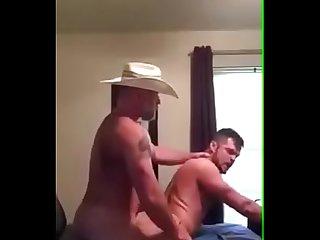 Fazendeiro fudendo o rabudo