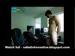 Novinho dotado batendo na frente do primo safadinhosonline blogspot com