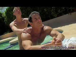 Movies of gay Twinks cumming in mouth daddy poolside prick loving