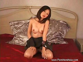 Posing a newbie asian model