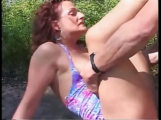 Mature woman fucked hardly doggystyle