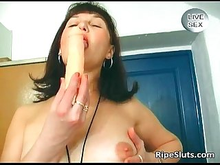 Slutty mature brunette fuck her wet
