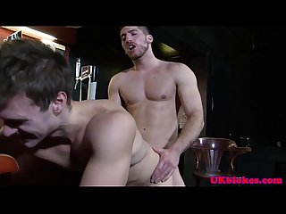 Brit jock blows facial over englishman