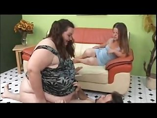Pretty Midget and Ssbbw threesome