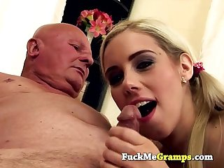 Grandpa kwows how to please a pussy