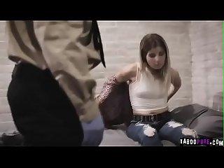 Dois policiais fodendo forte ninfeta detenta (Adriana Chechik)