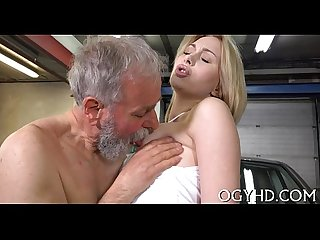Old dude eats young cunt