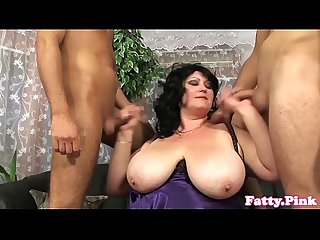 Bigtitted bbw spitroasted in threesome